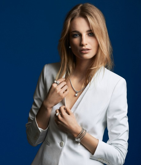 PAN PR model CHR pearls cmyk