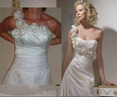 24AC98E200000578-2909093-Growing number of websites offer cheap copies of designer gowns -m-1 1421223631139