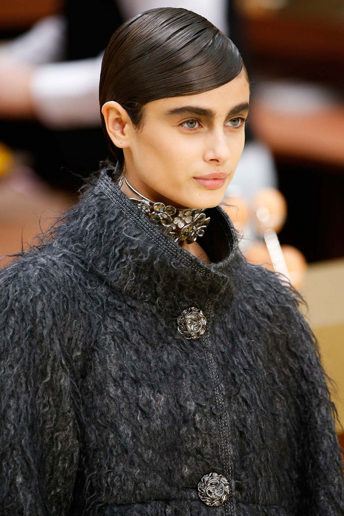 taylor-hill-chanel 384d2
