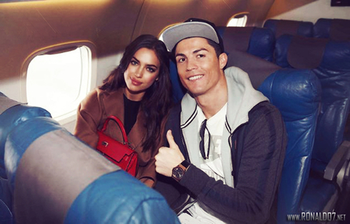 773-cristiano-ronaldo-and-irina-shayk-in-airplane-travelling-to-zurich 37c70