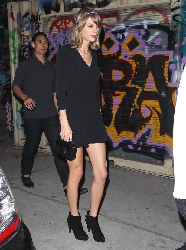 Taylor-Swift-had-a-night-out-in-Downtown-LA-on-Saturday 320e3