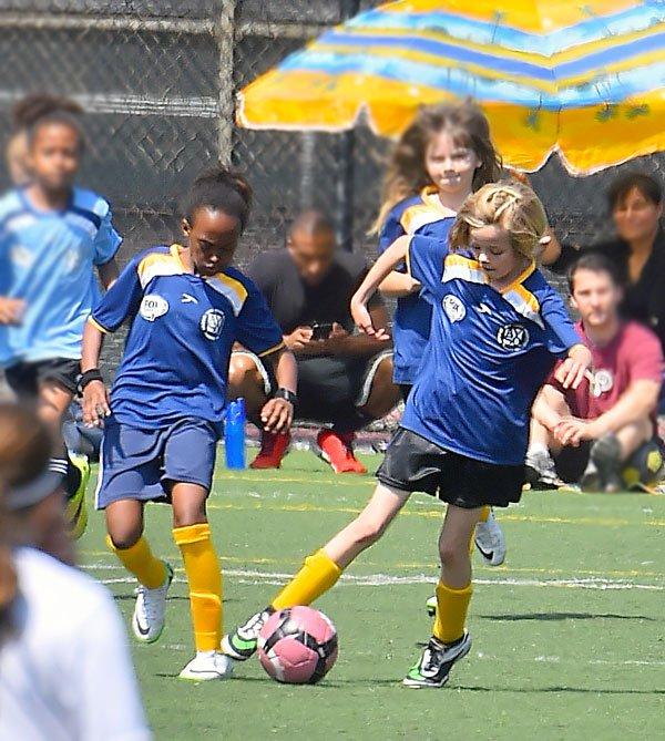 shiloh-jolie-pitt-zahara-playing-soccer-photos-11 e98da