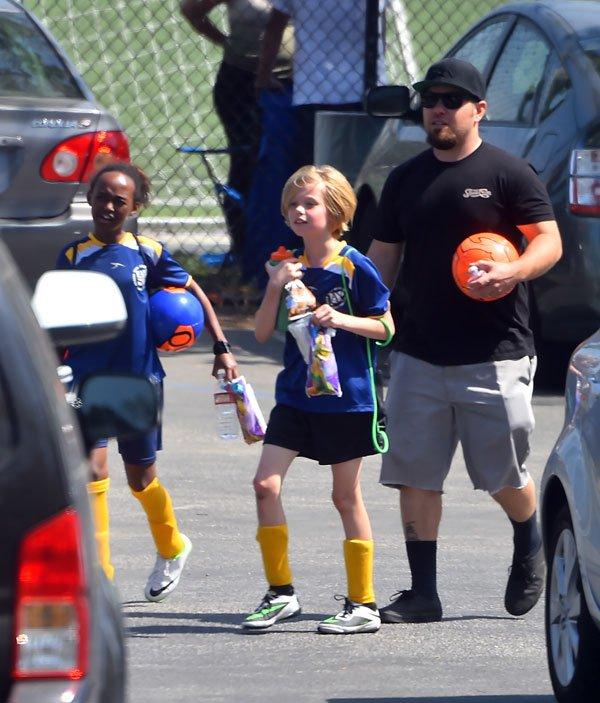 shiloh-jolie-pitt-zahara-playing-soccer-photos-14 65589