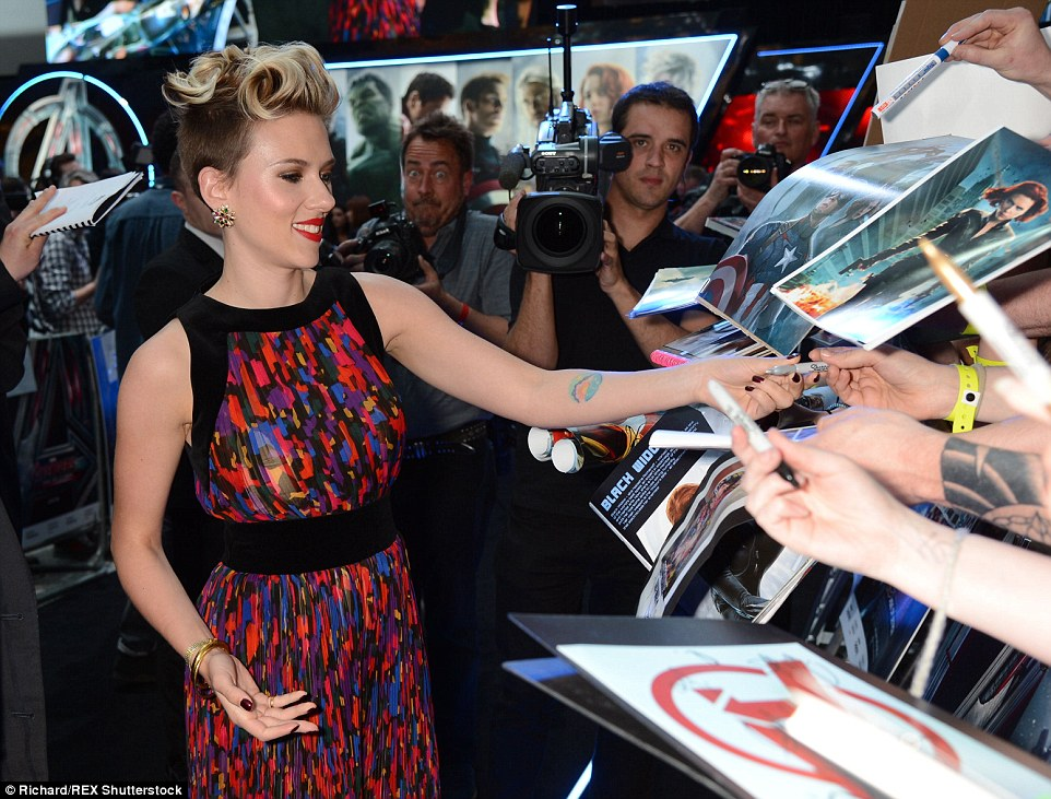 27D3D8A900000578-3049296-What to sign first Scarlett was besieged with film memorabilia f-a-106 1429645578832 6eb62