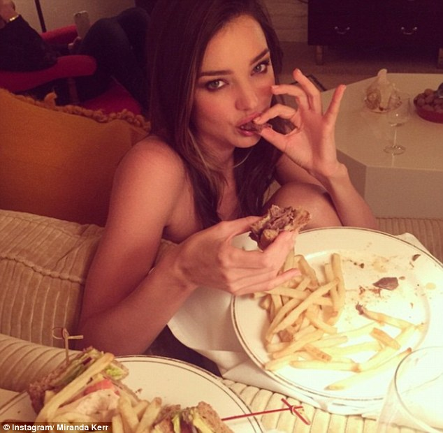 28648E9F00000578-3071459- It s all about balance Miranda Kerr shows off her fit figure as-m-58 1430977507949 56691