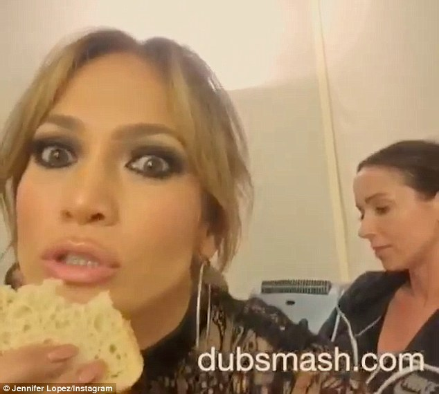 292F2EEA00000578-3102728-Eating carbs Jennifer Lopez chomped on a piece of white bread in-m-47 1432922167763 2e856