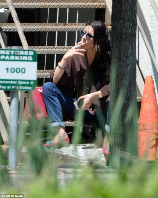 2991690100000578-0-Cigarette break -m-75 1434123549325 1 f7d6d