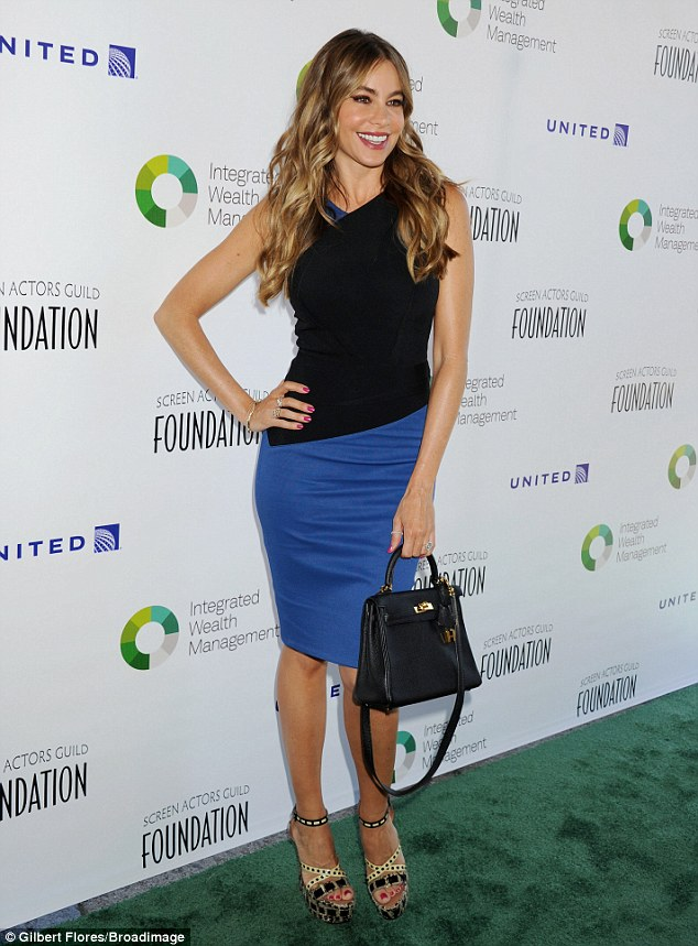297484AA00000578-3115985-Starting the week right Sofia Vergara turned up at the Screen Ac-a-13 1433797591598 627cd deb34