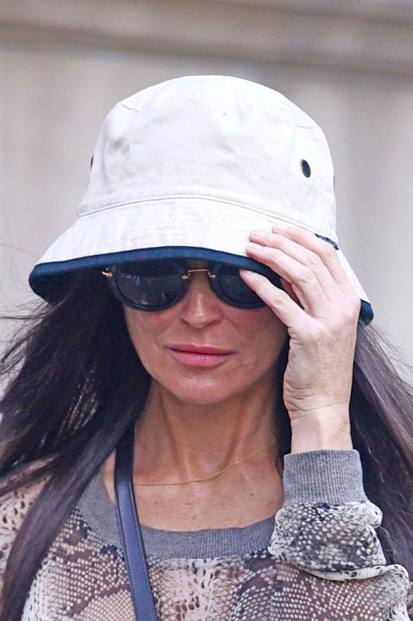 demi-moore-shops-skincare-products-nyc-03 46e33