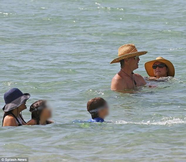 2B71240D00000578-3201246-Cool off The six some amused themselves by splish splashing arou-m-113 1439836383691 a997b