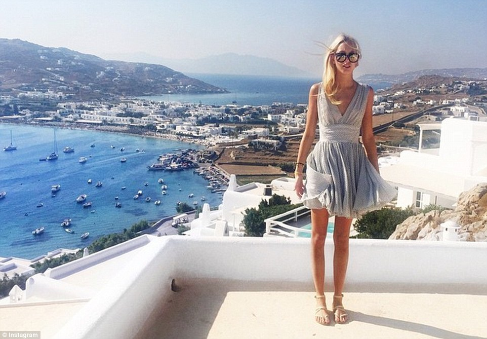 2B77125700000578-3202287-Living it up She also spent time in Mykonos this summer where sh-m-130 1439924119767 0f2cc