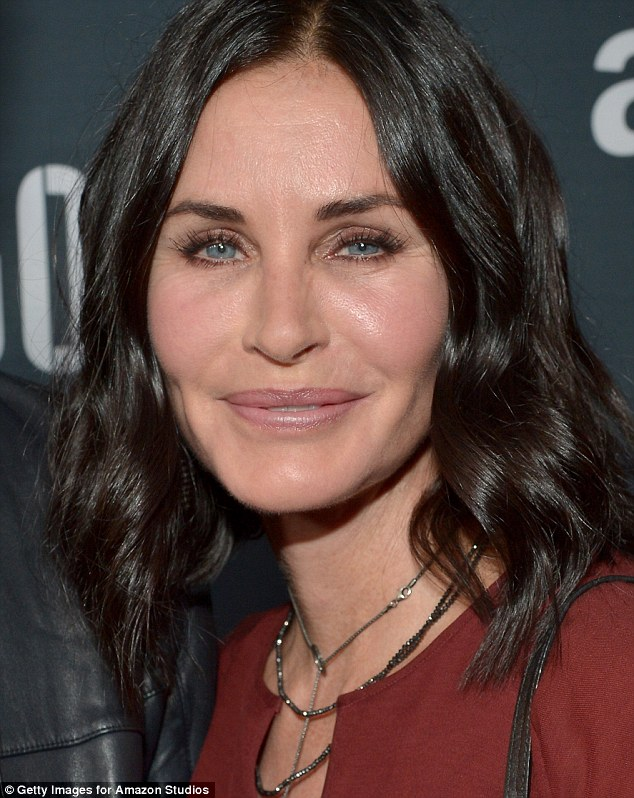 2B82A13E00000578-3206106-Something has changed When Courteney Cox stepped out to the Amaz-m-21 1440166392558 1 f6af8