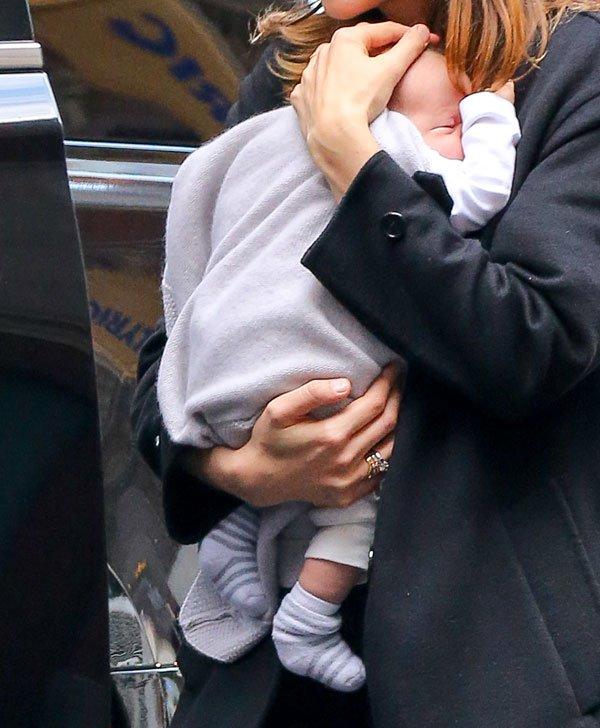 carey-mulligan-new-born-baby-daughter-evelyn-06 4bd6d