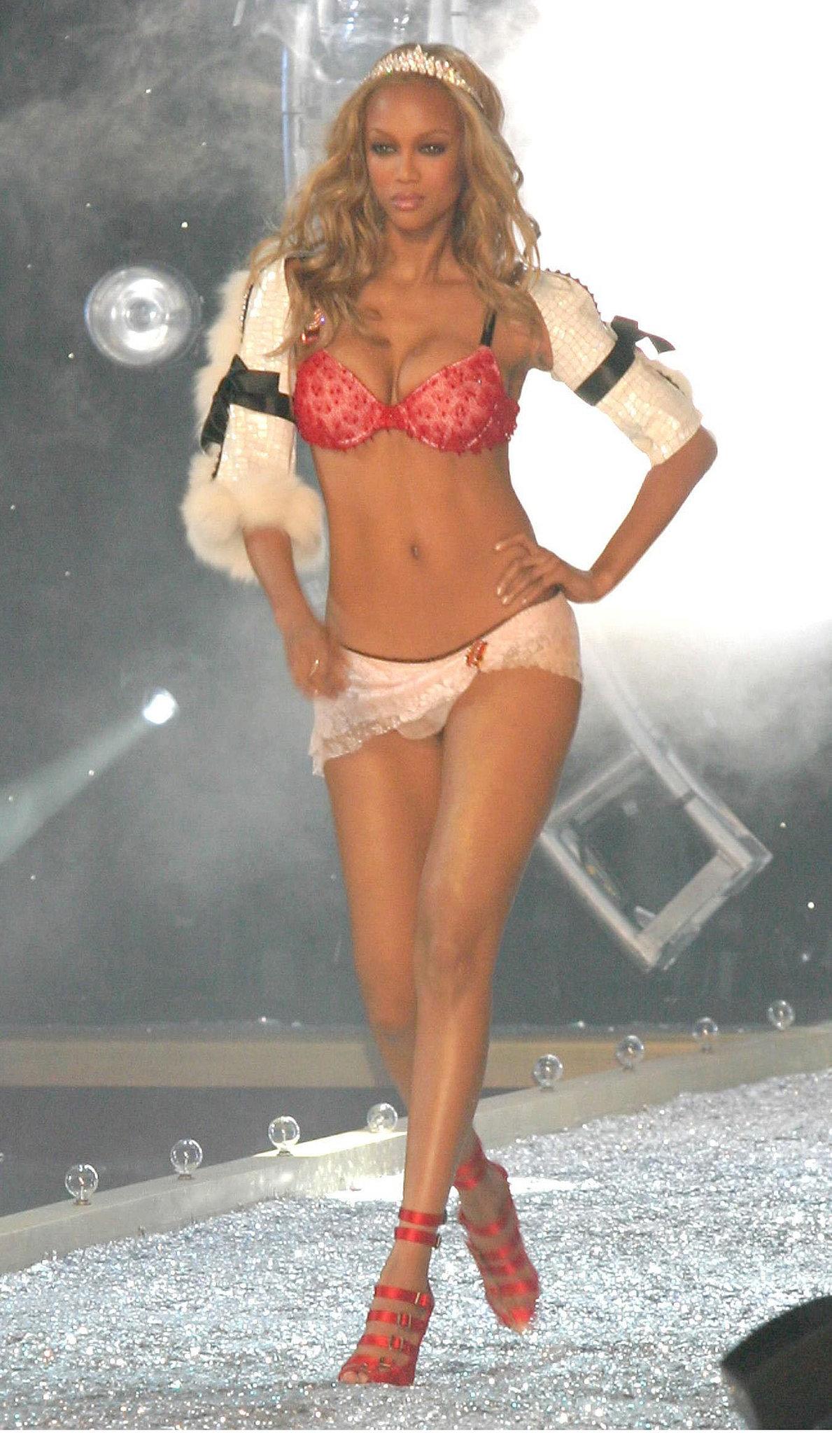 2003 Tyra Banks 33fd8