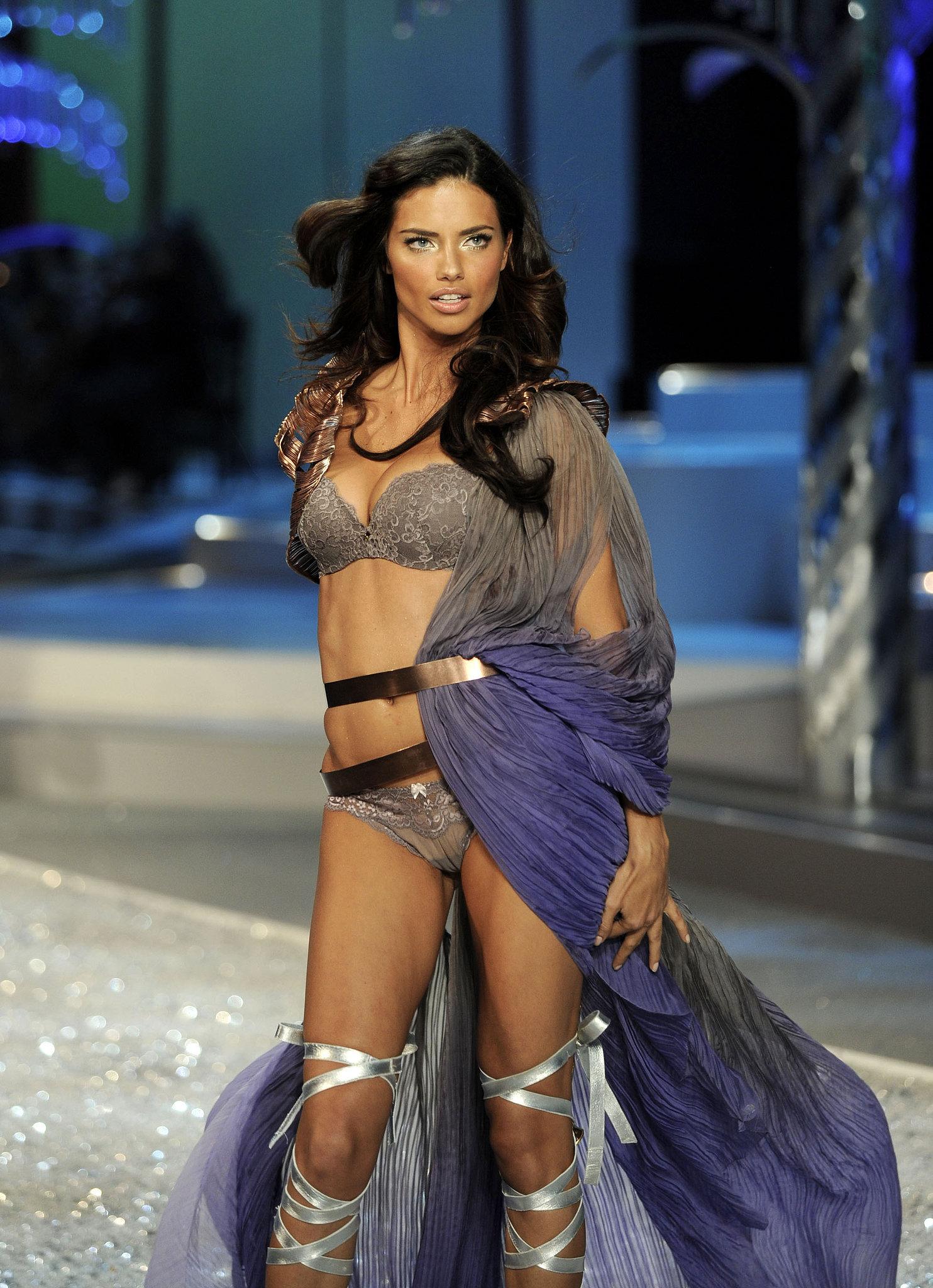 2008 Adriana Lima cefa6