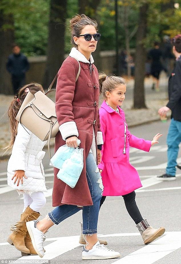 suri cruise coats with mum 77e93