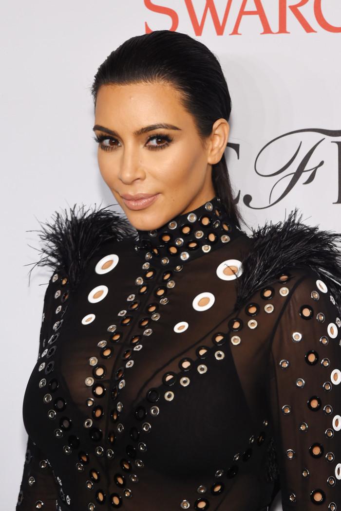 kim kardashian makeup 700x1050 49add