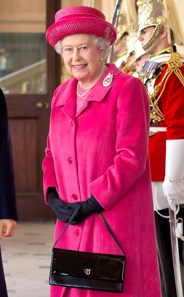 rs 634x1024 131205114226 634.queen elizabeth black purse 04351