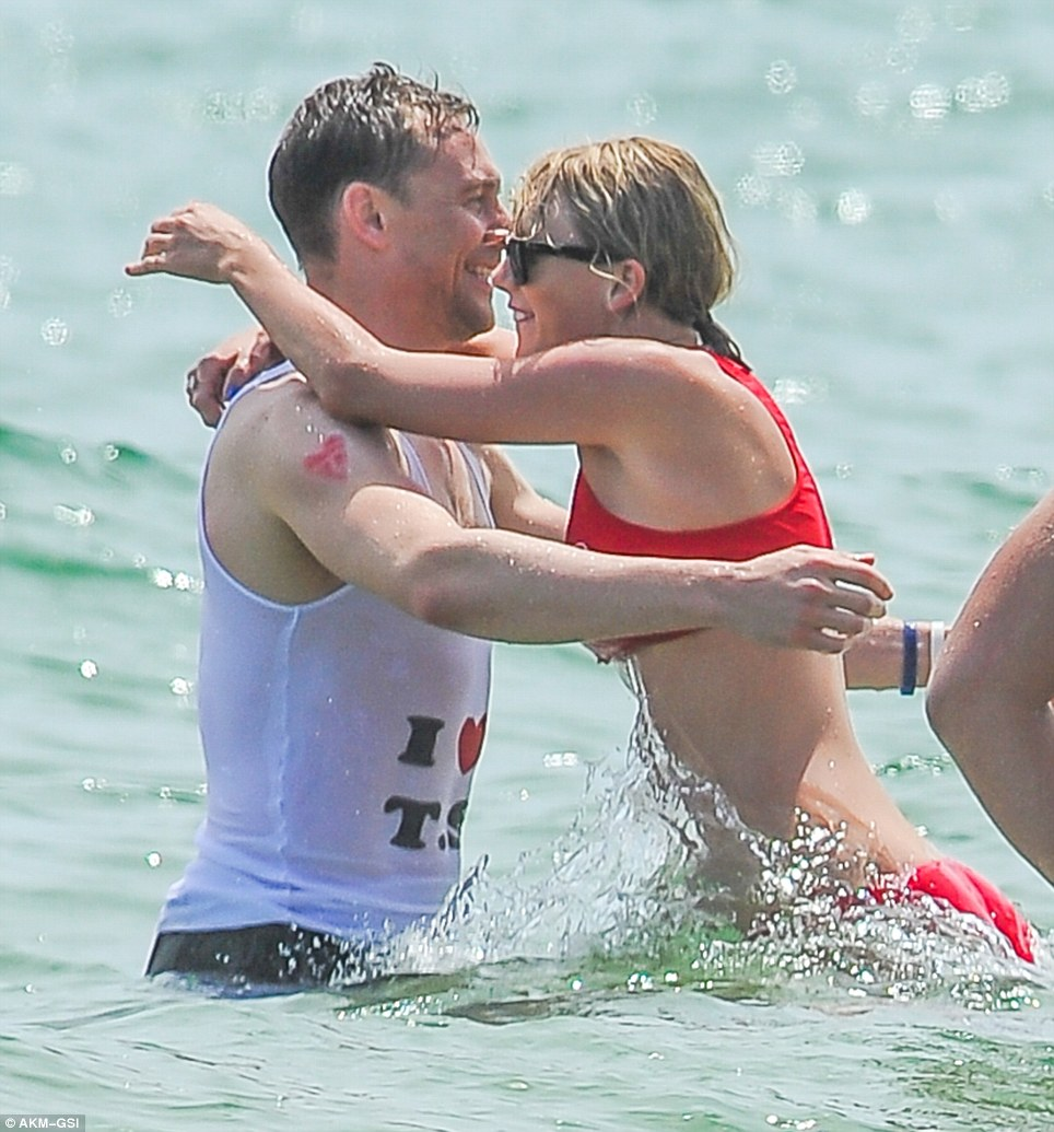 35EC813100000578 3672998 Tom Hiddleston and Taylor Swift put on their most loved up displ m 9 1467628274118 1 50f72