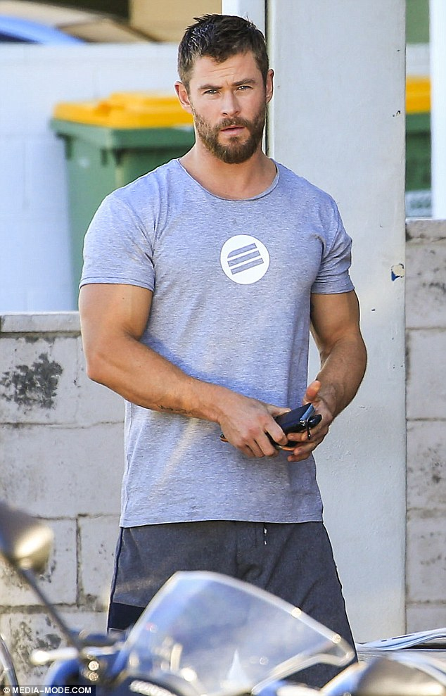 361DCEC800000578 3682807 Muscly man The 32 year old Australian actor flaunted his bulging m 2 1468118762420 8de7a