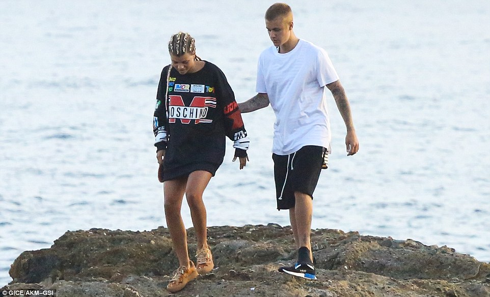 370ECBE700000578 3732475 Making memories Justin made sure his companion did not slip on t a 21 1470795087147