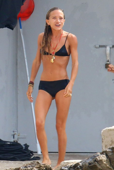 mary kate olsen bikini scary skinny france 02