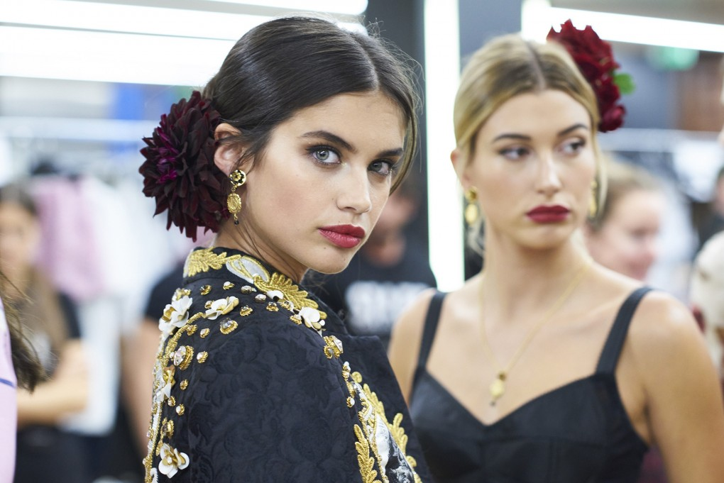 dolce and gabbana summer 2017 women fashion show backstage 81 1020x681