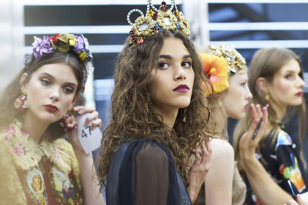dolce and gabbana summer 2017 women fashion show backstage 86 1020x681