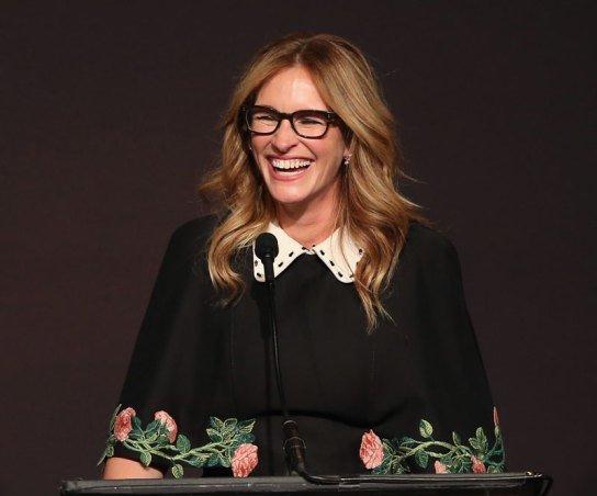 julia roberts danny moder marriage divorce rumors alone red carpet glsen awards 8