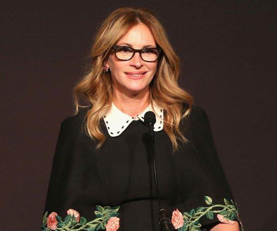 julia roberts danny moder marriage divorce rumors alone red carpet glsen awards 9
