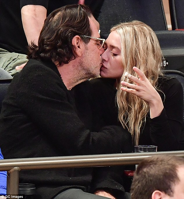 3A3BE40100000578 3924166 Sealed with a kiss Ashley Olsen has confirmed her rumoured roman m 7 1478796634746