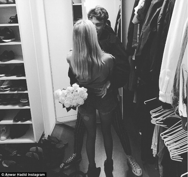 3C62243C00000578 4144618 Anwar Hadid gushed over Nicola Peltz with a sweet black and whit m 3 1485067654174