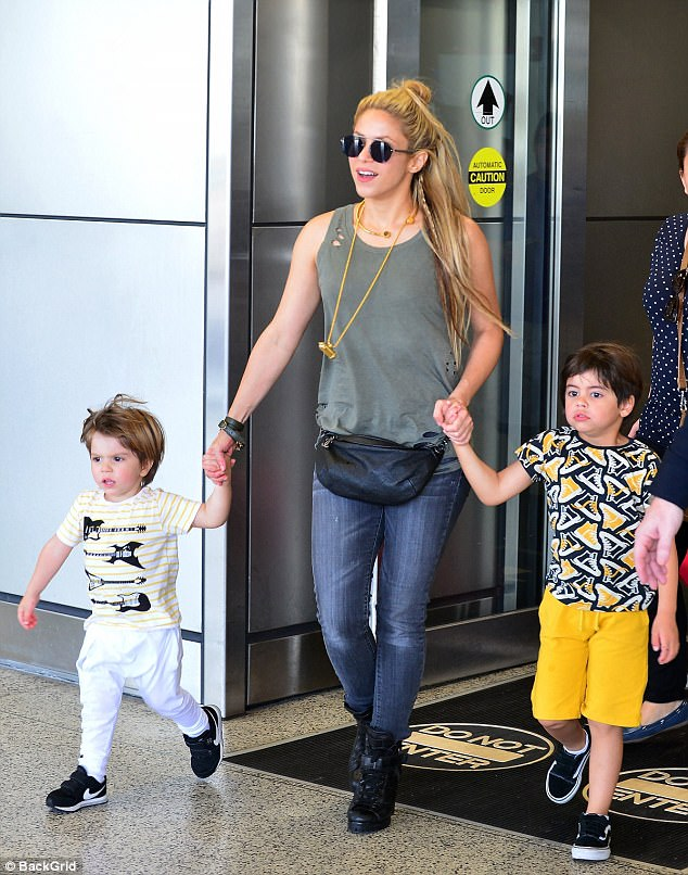 415A02E900000578 4595094 The mother of all trips Shakira jetted into Miami with her boys a 161 1497251973855