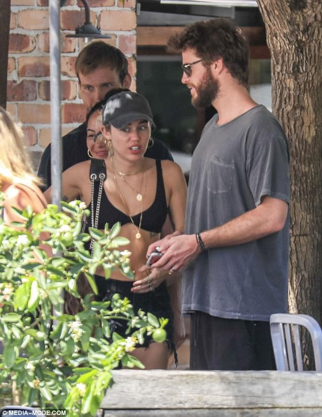 47F66DF900000578 5268565 It felt right Liam Hemsworth 28 and Miley Cyrus 25 are said to a 25 1515965213695