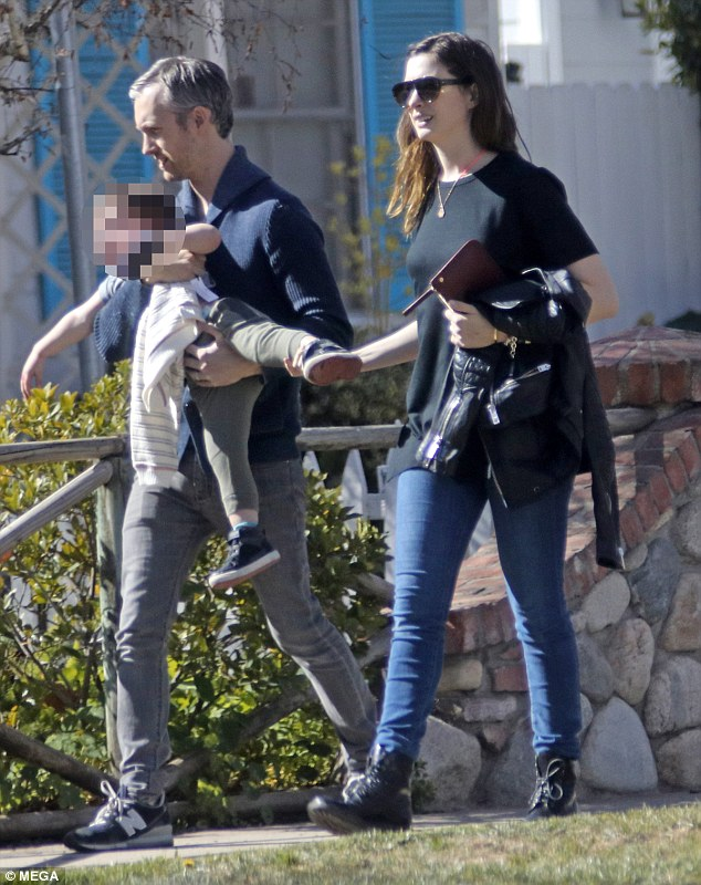 4948196500000578 5400323 Family is everything Anne Hathway was spotted leaving breakfast m 18 1518793826490