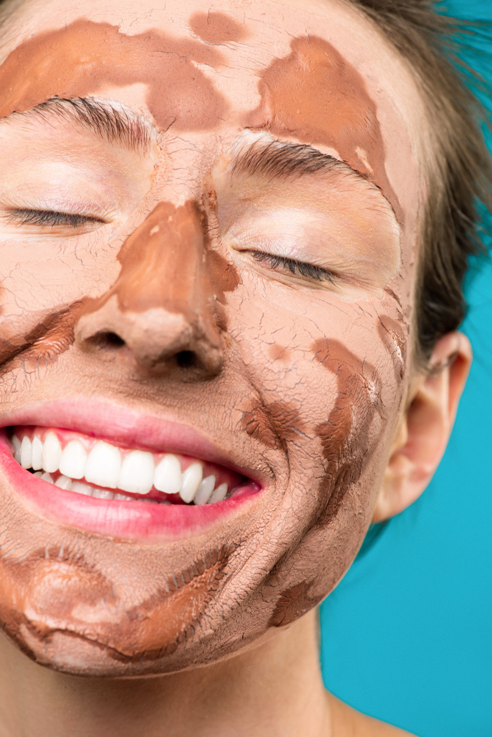 woman with clay mask 3762657
