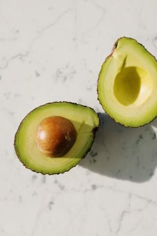 diy maska xeriwn me avocado