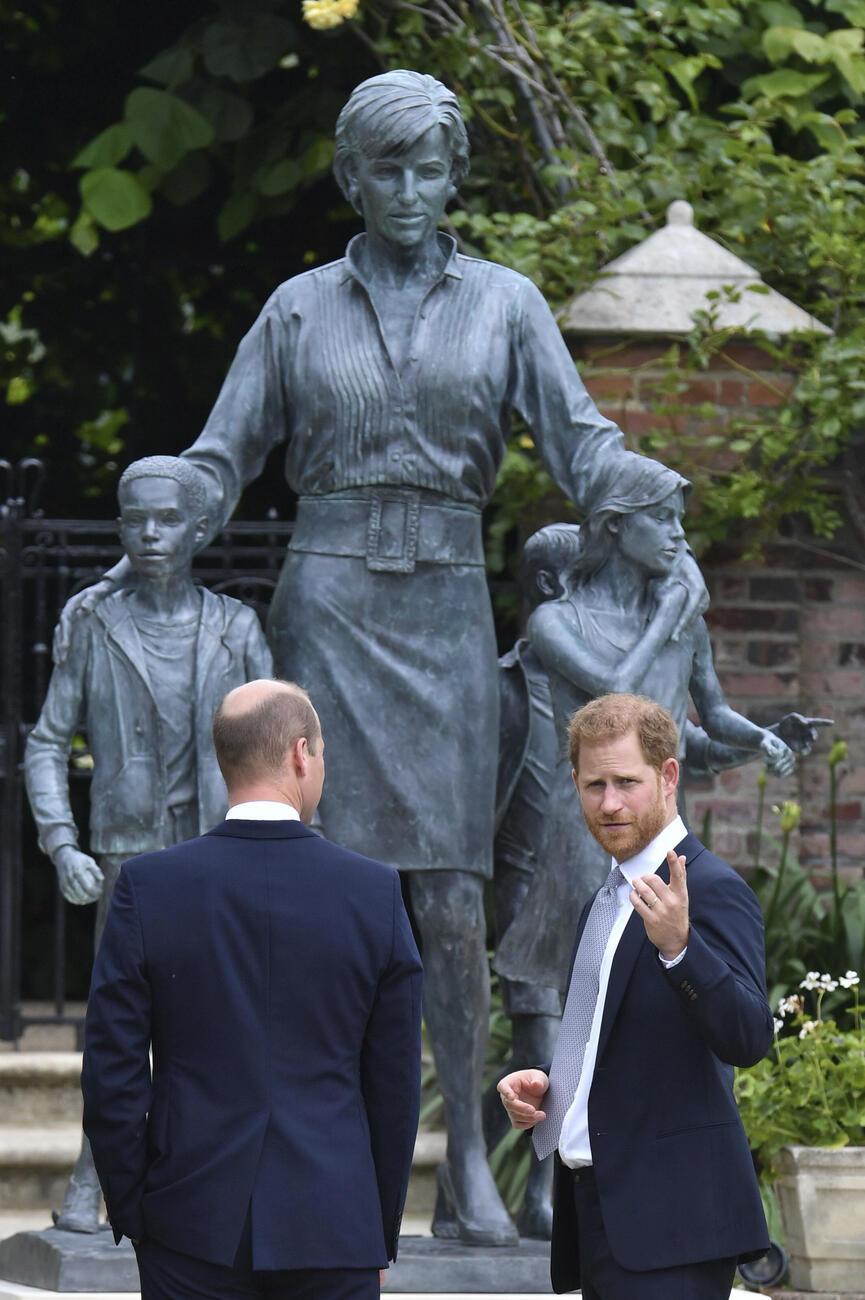 diana statue unveiling18
