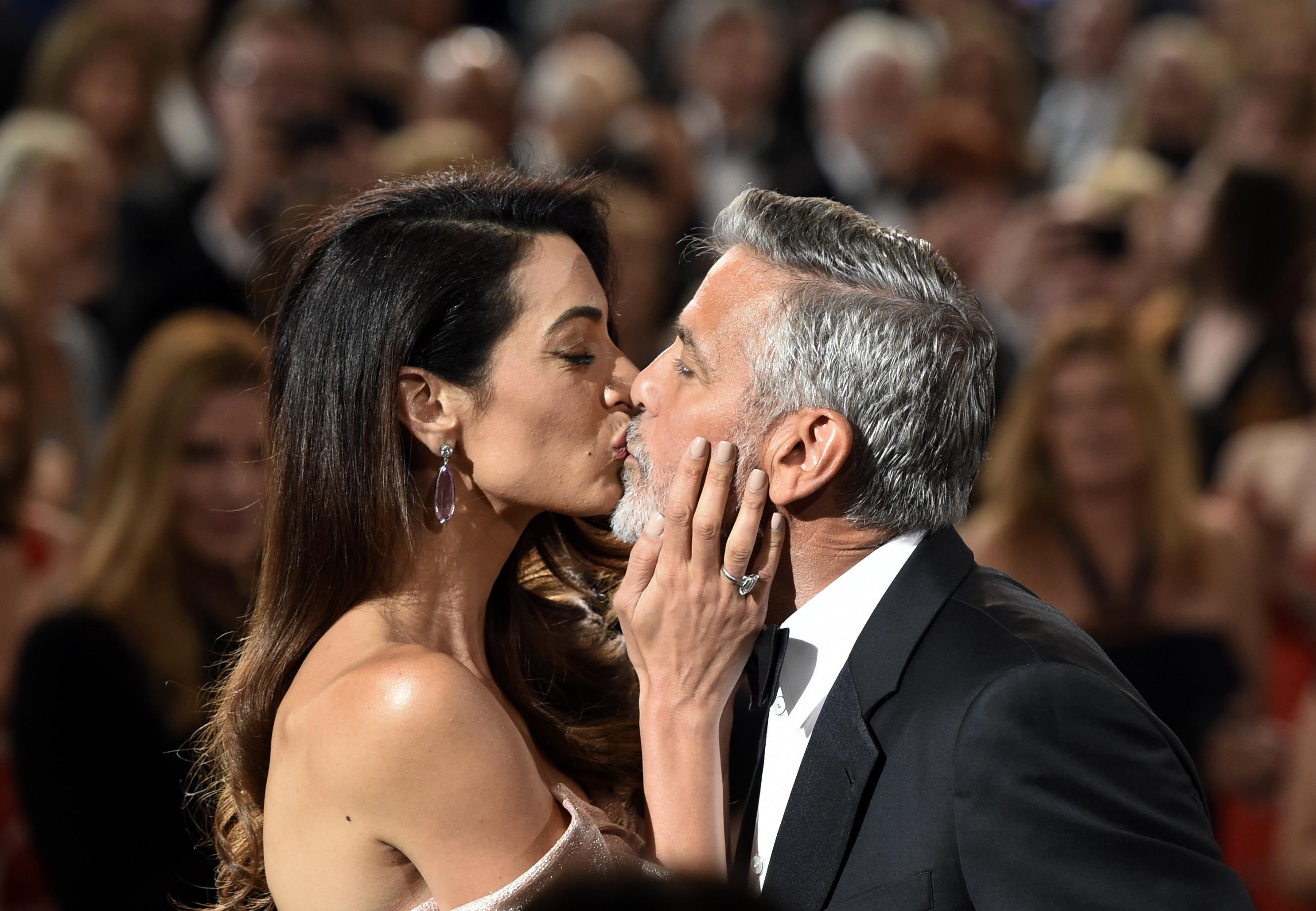 clooneys kiss