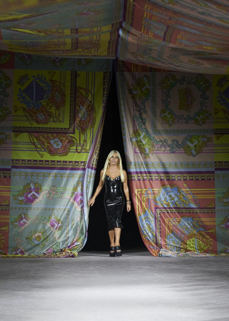 milan fashion week versace19