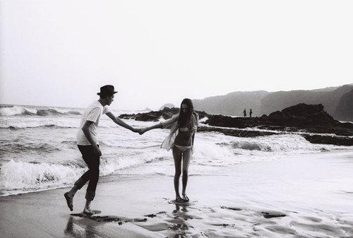 beach-black-and-white-boy-couple-girl-love-Favim.com-66061_large